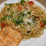 Spaghetti met pesto en zalm