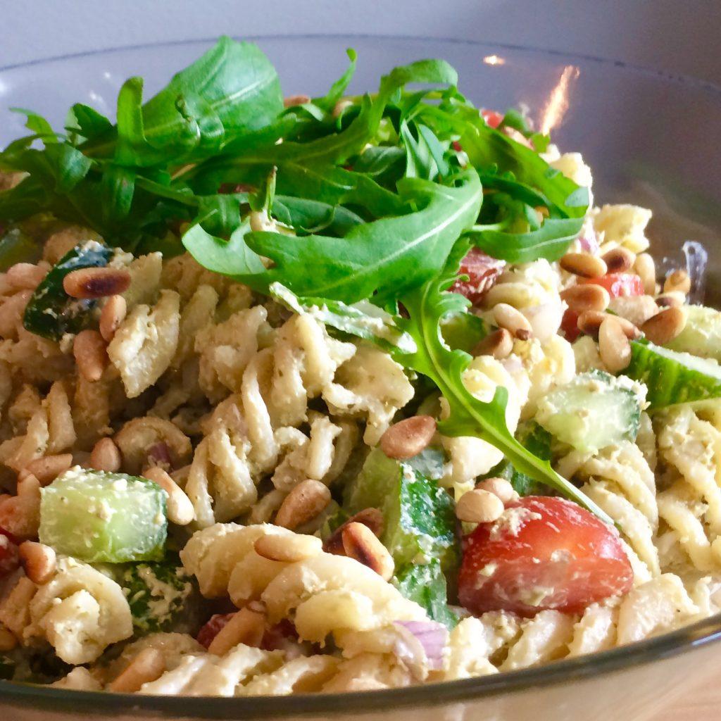 Bedwelming Eenvoudige pasta pesto salade - Eenvoudig eten #CD39