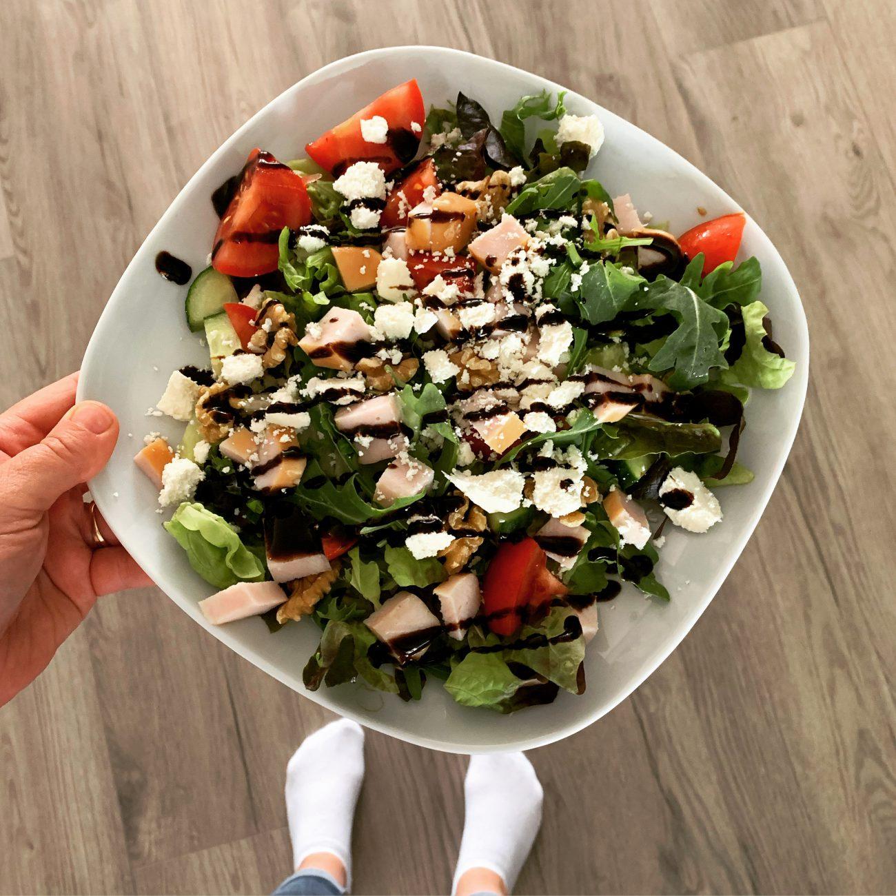 Maaltijd salade met gerookte kip
